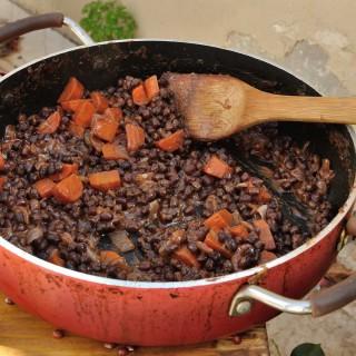תבשיל שעועית אזוקי בחמאת בוטנים ומייפל