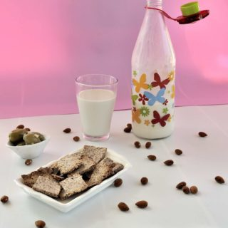 How To Make Home Made Almond Milk (Plus Bonus! What To Do With The Leftover Pulp)